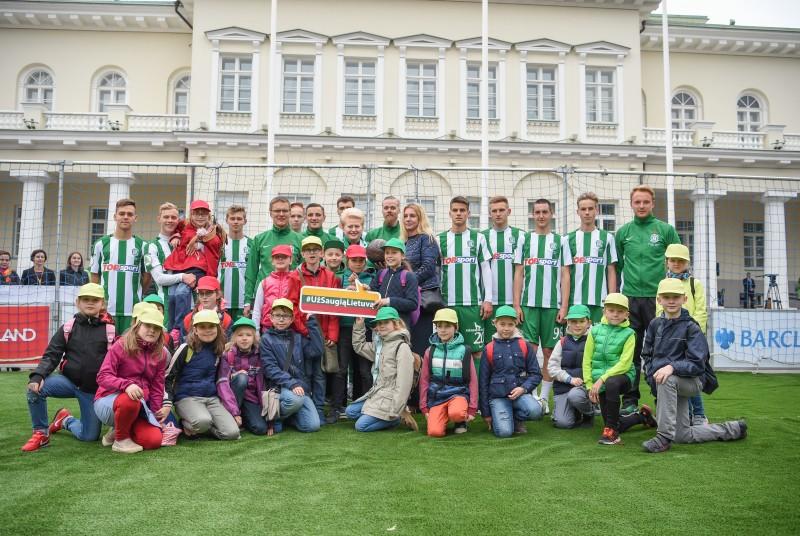 Prezidentė davė startą labdaringam futbolo maratonui