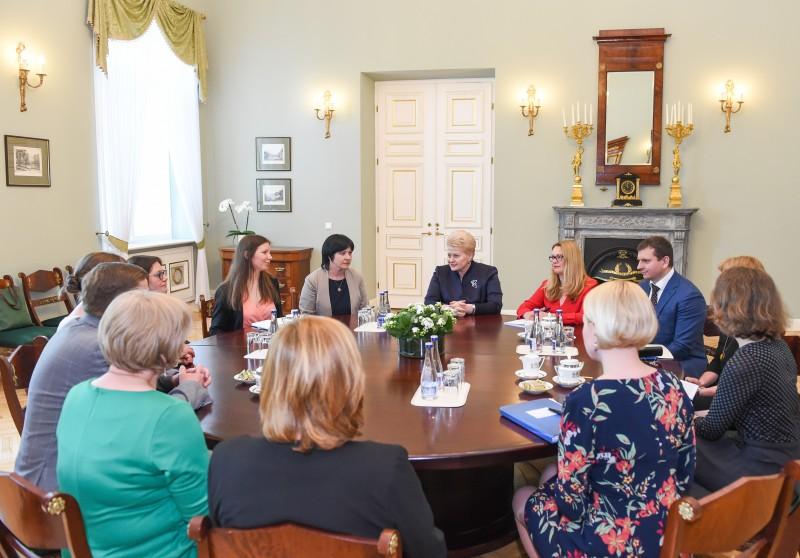 Prezidentė inicijuoja efektyvias kovos su patyčiomis priemones