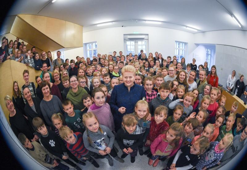 Prezidentės susitikime su vaikais – vasaros atostogų įspūdžiai