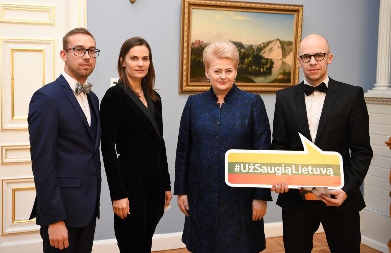 """""""Už saugią Lietuvą"""" ženkleliai – naujiesiems ambasadoriams"""