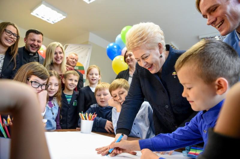 Vaikų dienos centrai – išsigelbėjimas nuo globos namų