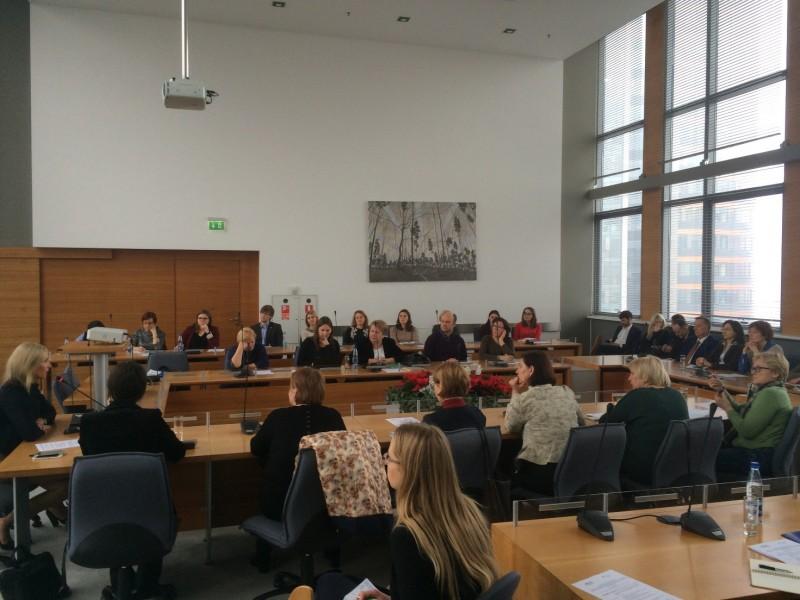 Pristatyta geroji Šiaurės šalių praktika gelbstint nuo priklausomybių kenčiančias šeimas