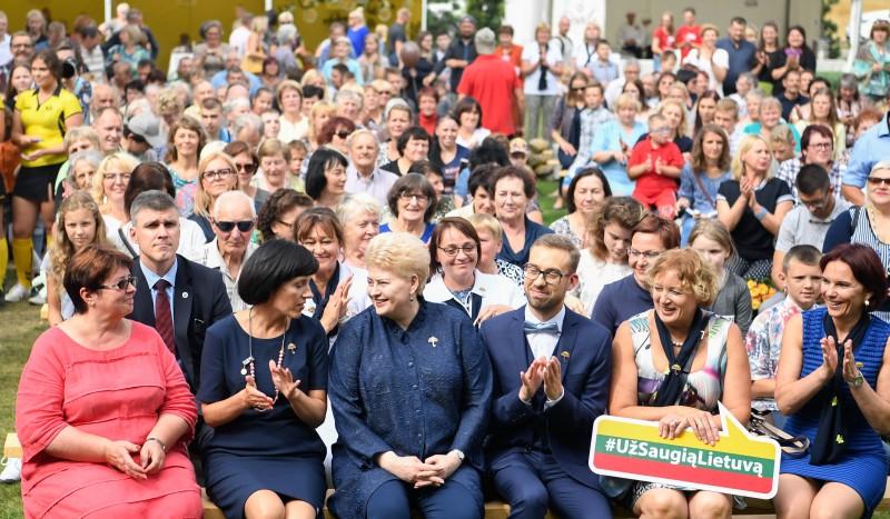 Smurto aukoms padrąsinti – žinomų žmonių kelionės per Lietuvą