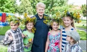 Prezidentė Jonines šventė kartu su dienos centrų vaikais