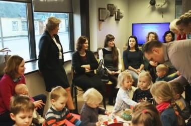 """Jaukus ir spalvingas klubo """"Mama, mažylis ir knyga"""" susitikimas su Birštono savivaldybės mere Nijole Dirginčiene"""