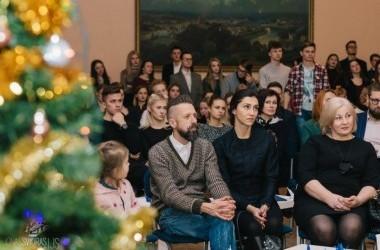 """Labdaros renginys """"Pažvelk plačiau"""" skirtas Lino Adomaičio Labdaros ir paramos fondui paremti"""