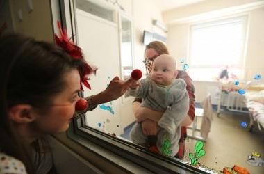 Gydytojų klounų apsilankymai vaikų ligoninėse