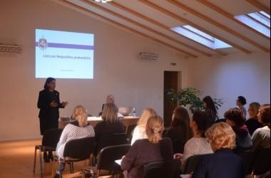 Pedagoginių darbuotojų bendradarbiavimas su teisėsaugos darbuotojais dėl smurto artimoje aplinkoje.