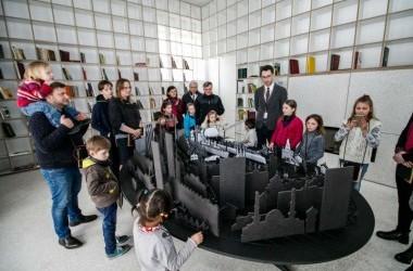 Kovo 11-osios dovana kauniečių šeimoms - ekskursija į Lietuvos sostinę